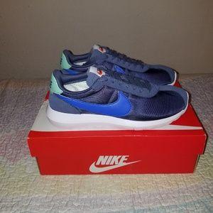 Nike Roshe LD-1000 Running Shoes.